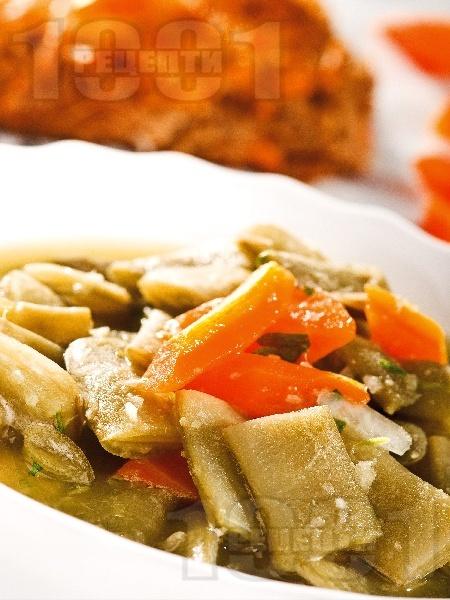 Постна картофена яхния със зелен боб и червена леща - снимка на рецептата